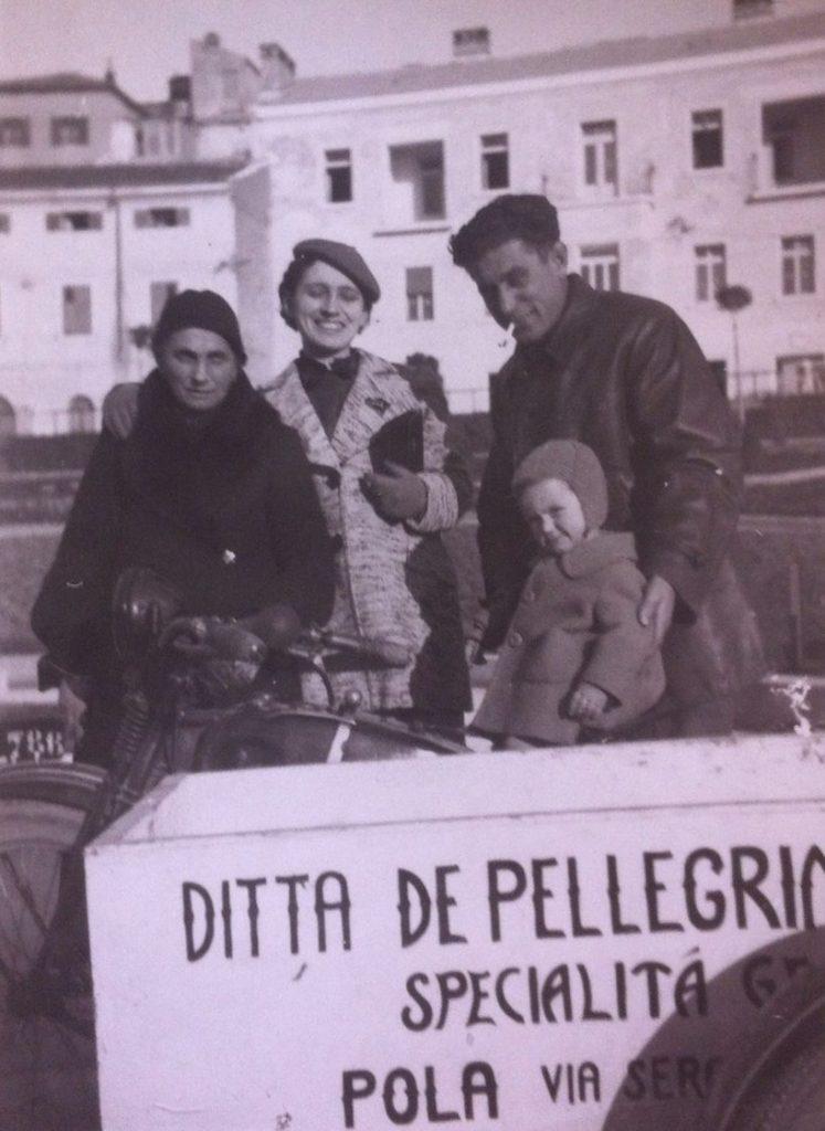 Famiglia De Pellgrin con carretto gelato a Pola